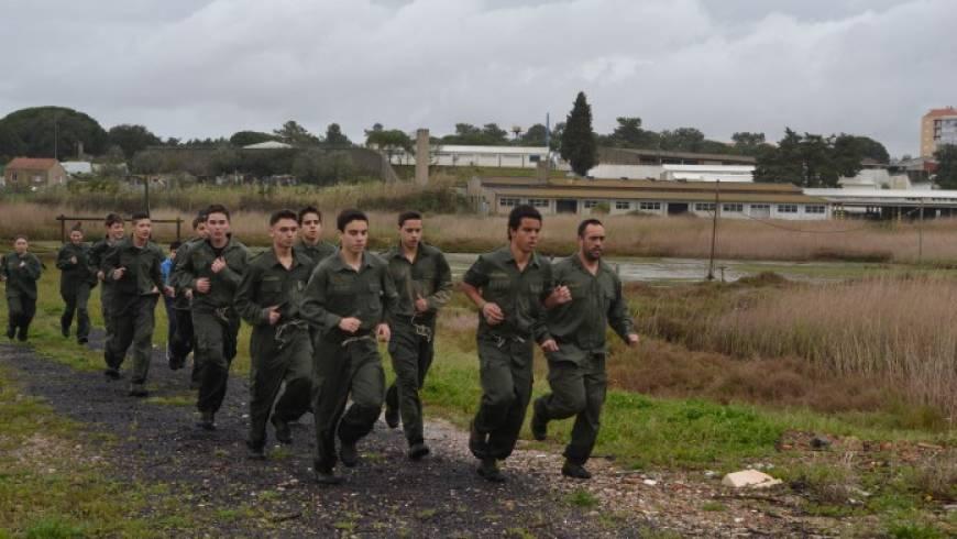 Infantes e Cadetes no Dia Aberto na Escola de Fuzileiro